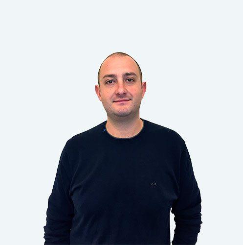 Luca Burini, tecnico ortopedico specializzato nella tecnica PBS per la cura dell'alluce valgo, plantari su misura e solette ortopediche. Riferimento della cura dell'alluce valgo