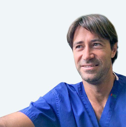 Dott. Eros Martorelli, podologo referente della tecnica PBS per la cura dell'alluce valgo con la chirurgia percutanea, messa a punto dal dott. Andrea Bianchi