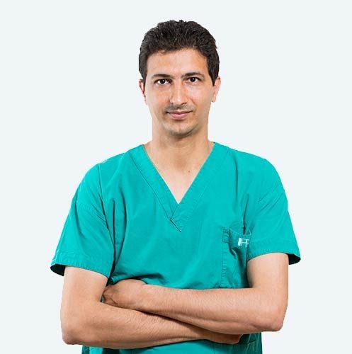 Dott. Samer Abusaa, chirurgo specializzato nella tecnica PBS per la cura dell'alluce valgo.